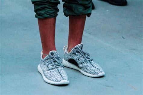 Adidas Yeezy Baru adidas yeezy kanye west hadir dalam empat warna baru