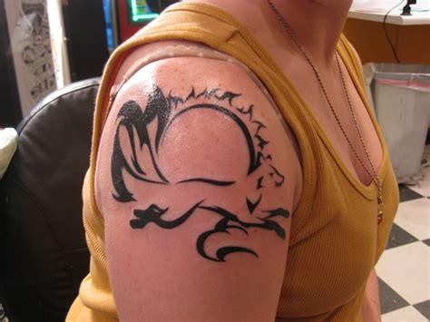 cool tattoos for women 165 shoulder tattoos to die for