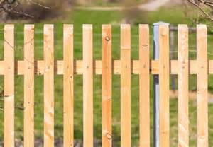 holzzaun selber bauen tipps f 252 r geschickte heimwerker
