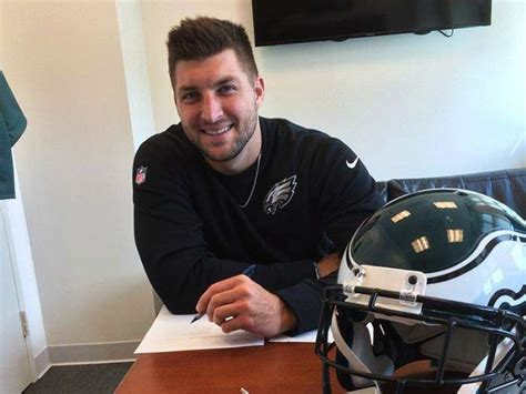 tim tebow signs contract with philadelphia