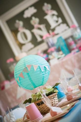 vintage_hot_air_balloon_first_birthday_party