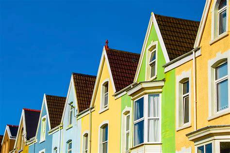 property market hits ground running    uk house