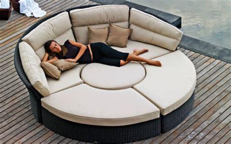 rattan liegesofa lounge m 246 bel f 252 r garten und terrasse runde formen trendig