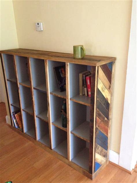 diy bookshelf out of pallets 101 pallets
