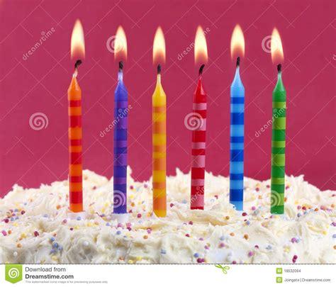 candele torta torta di compleanno con le candele fotografia stock