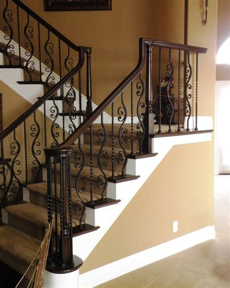 Rod Iron Banister by Best 25 Wrought Iron Stairs Ideas On