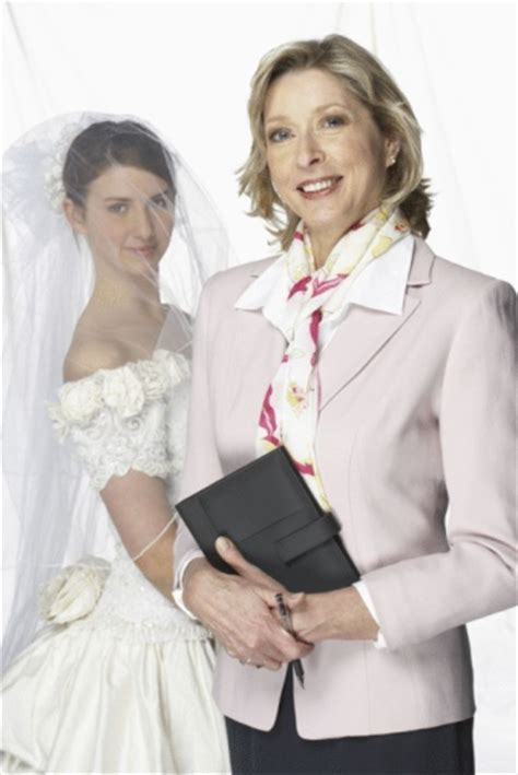to become a bridal consultant accredited