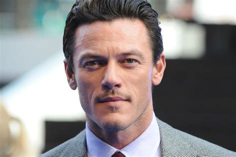 fast and furious welsh actor luke evans bursts into song at premiere of fast furious