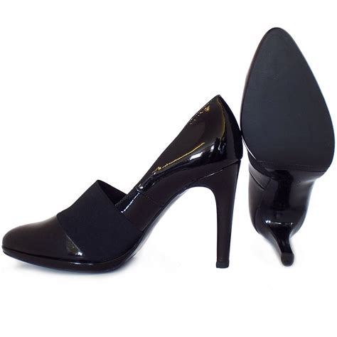 kaiser horta high heel court shoes in black patent
