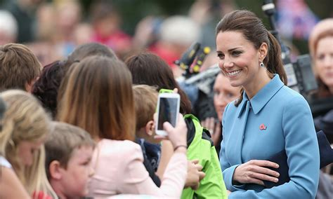 Why I Kate Middleton by Why Kate Middleton The Royals Aren T Allowed To Sign