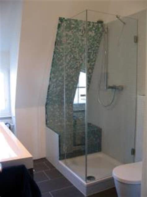 duschkabine unter dachschräge rahmenlose dusche echtglasdusche pramos glaselemente