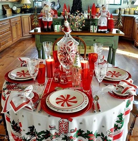 how to set a christmas table 1000 ideas about round tablecloth on pinterest