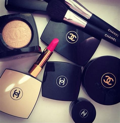 Makeup Chanel 71095 chanel makeup with curls