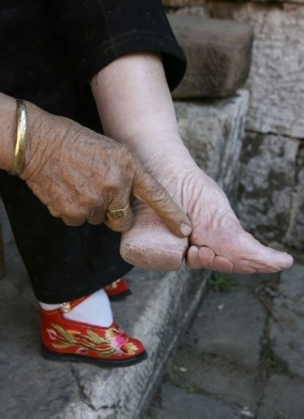 foot binding bone breaking beauty cogitz