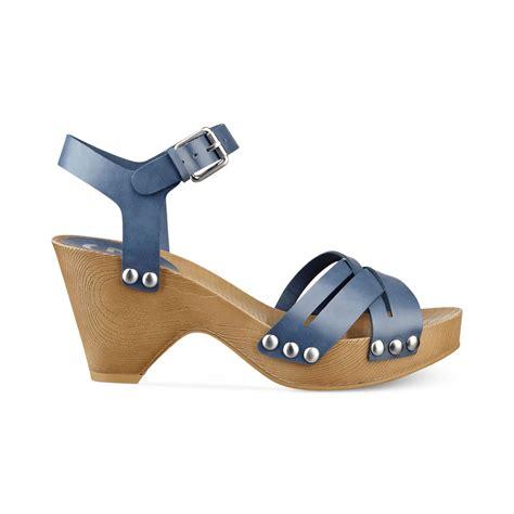 s clog sandals lyst g by guess womens jackal platform clog sandals in blue