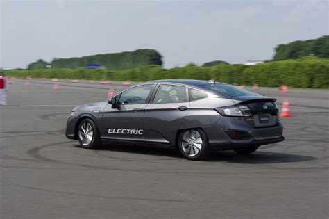 honda electric car uk honda clarity reviews electric vs hybrid vs hydrogen tech