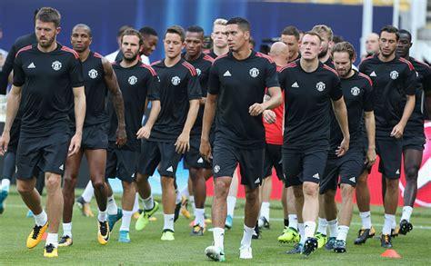 Boneka Wisuda Manchester United Mu Plus Nama Dan Pin 30cm benarkah manchester united akan diakuisisi pengusaha cina football tribe indonesia