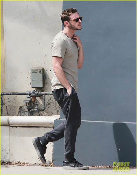 marc jacobs eddie cbell jamie bell does some solo shopping at marc jacobs in weho