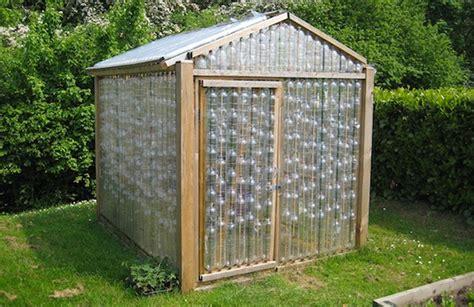 abris de jardin plastique et si vous construisiez un abri de jardin avec des bouteilles en plastique actualit 233 s seloger