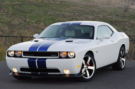 the challenge 2011 2011 dodge challenger srt8 392 drive photo gallery