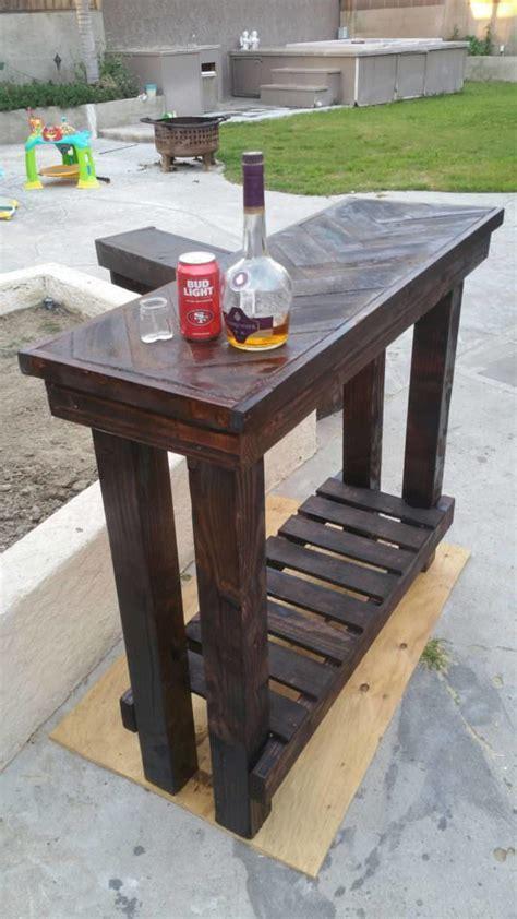 herringbone pallet entry table  pallets