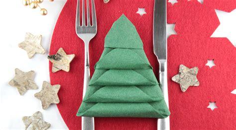 weihnachtsbaum servietten falten weihnachtsbaum serviette falten danato magazin