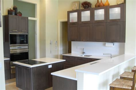 modernizing oak kitchen cabinets dove oak cabinets white quartz counters