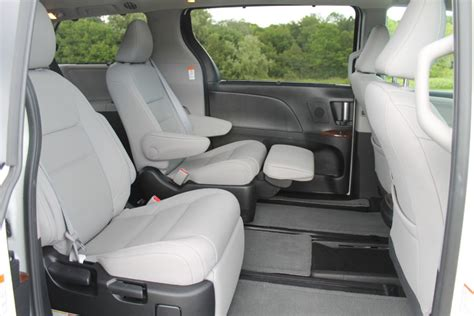 Toyota Reclining Seats by Chrysler Town Country Vs Toyota How Do They