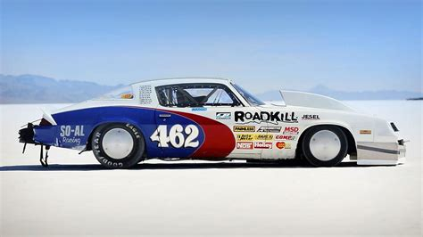 car recording chasing a landspeed record at bonneville with a 1100hp