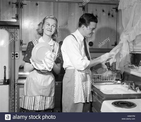 bilder kleinen speisesã len black washing dishes stockfotos black washing