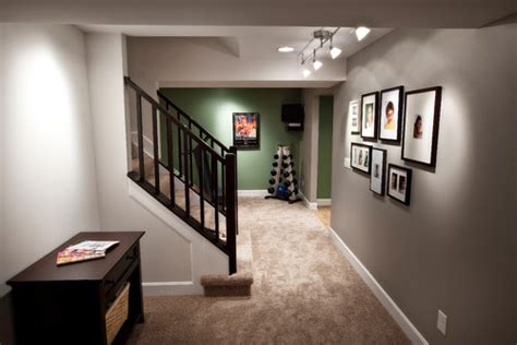 what color carpet goes with green walls what color is this carpet it goes well with the grey walls