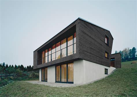 haus p حفر حیاط در قسمت میانی کلبه کوهستانی haus p مجله معماری