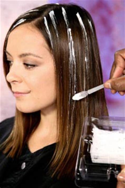 how to highlight your hair at home blonde youtube como fazer luzes nos cabelos em casa