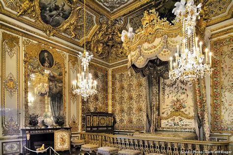 chambre de la reine versailles versailles le grand appartement de la reine d 233 tours en