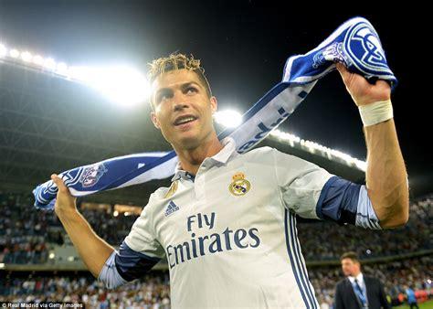 Alarm Cr7 real madrid home to celebrate la liga title