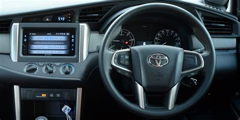Modifikasi Panel sensasi berbeda pada interior all new innova kompas
