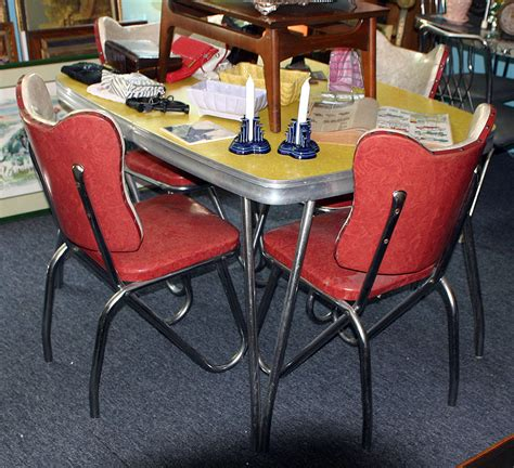 1950s Kitchen Tables C Dianne Zweig Kitsch N Stuff 1950s Formica And Chrome Tables Gaining In Populalrity And Value
