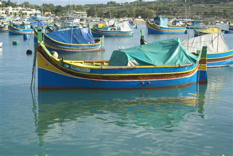 maltese boat file maltese fishing boats 02 jpg wikimedia commons