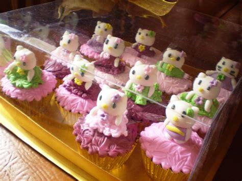Coklat Karakter Hello Kismis Mede Filling bunda cakes hello cake cupcake set