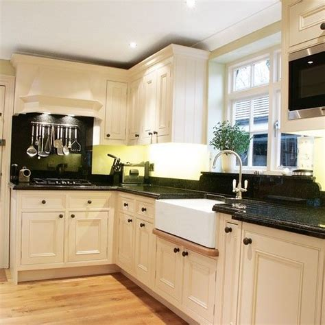 Small L Shaped Kitchen Design Delonghi Distinta Eci341 W Coffee Machine Black Countertops White Cabinets And Countertops