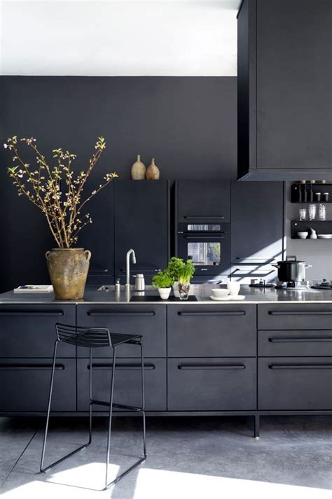 Black Kitchen Cabinets Pinterest Best 25 Black Kitchens Ideas On Pinterest Kitchen With Black Cabinets Navy Kitchen Cabinets