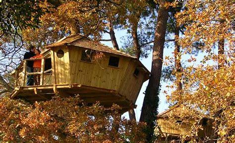 cabanes dans les arbres et h 233 bergements pour nuit insolite