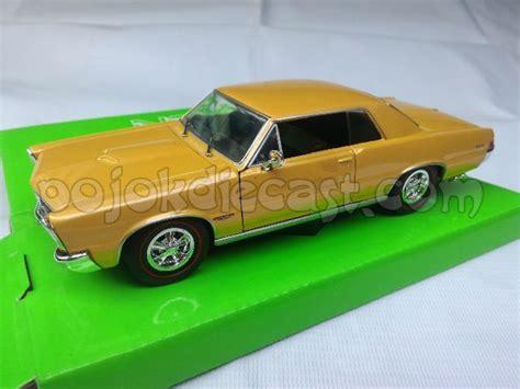 Miniatur Mobil Pontiac Gto 1969 Merah Skala 1 24 Welly Diecast mainan mobil welly mainan toys