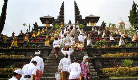 Hiasan Adat Bali Untuk Di Rambut kebudayaan bali tarian bali rumah adat pakaian adat adat istiadat lengkap dengan