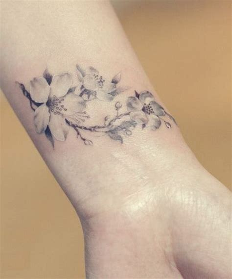 50 esempi sveglie di cherry blossom tattoos tatuaggi e