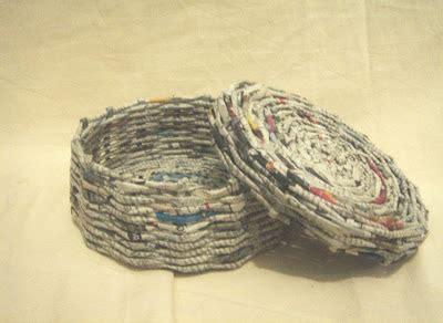 Keranjang Koran dunia kita kreasi kertas koran dengan memanfaatkan kertas koran dan majalah bekas