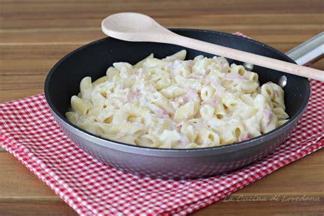 besciamella pronta per cucinare pasta con besciamella in padella cremosa e filante di