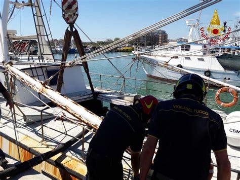 capitaneria di porto civitanova marche civitanova affonda il biondo nel porto subito recuperato