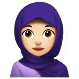 woman with headscarf: light skin tone emoji (u+1f9d5, u+1f3fb)
