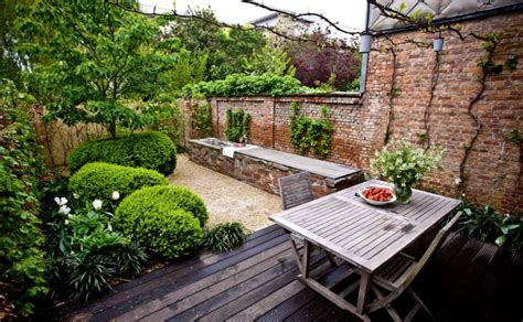 The Cult Of The Courtyard 10 Homes With Amazing Interior Small Walled Garden Ideas